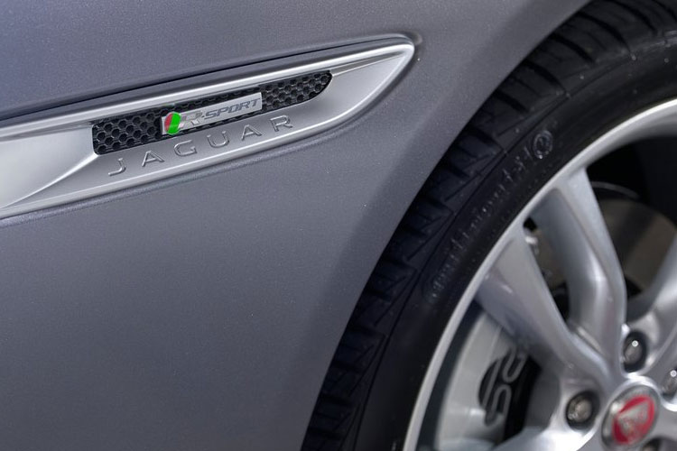 Jaguar XF Saloon AWD 2.0 d 180PS Prestige 4Dr Auto [Start Stop] detail view