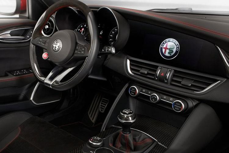 Alfa Romeo Giulia Saloon 2.0 T 200PS Sprint 4Dr Auto [Start Stop] inside view